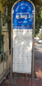 Typische Bushaltestelle in Bangkok